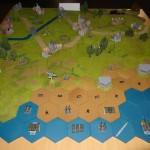 Un exemplaire du jeu sur de grands hexagones décorés et agrémentés de maquettes. Magnifique !!!