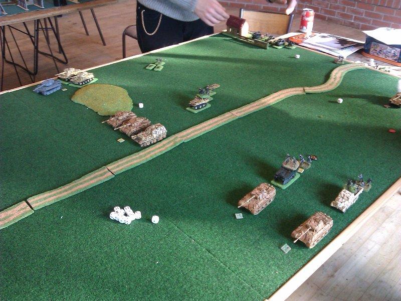 Les blindés allemands se lancent à l'attaque