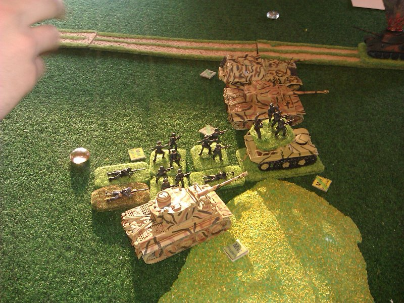 La progression allemande reprend. Les panzer grenadiers veillent aux assauts éventuels des troupes russes.