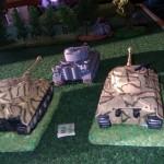 Des Tigres approchent sur le flanc droit du bois. Ils ne sont pas protégés par les panzer grenadiers et souffriront des troupes russes qui lanceront des assauts sur les chars. Sur 9 chars allemands, seuls 4 passeront la ligne défensive soviétique.