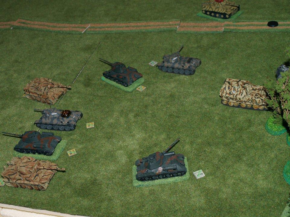 Les T34 débordent les Tigres en en immobilisant un au passage.